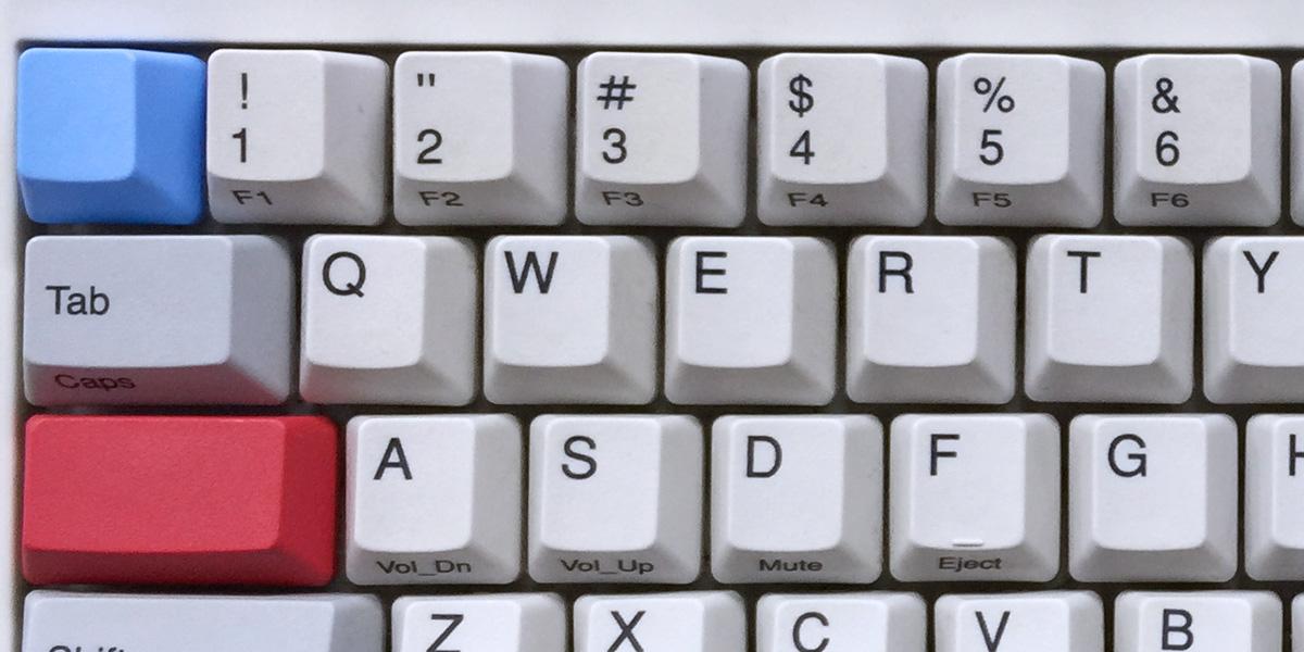 カラーキートップを装着したハッピーハッキングキーボード
